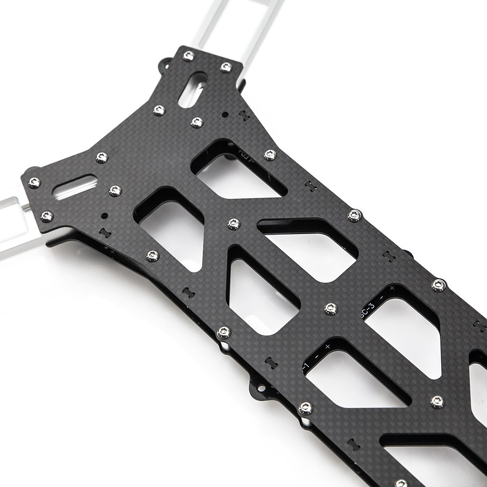 """1.5mm carbon fiber """"dirty"""" plate adds extra rigidity to the lower section."""